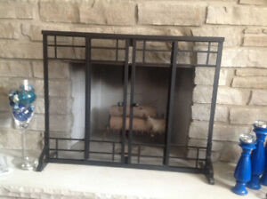 Minimalist fireplace screen