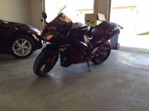 1000 cc  ZX 10 R up for trade LOW KM