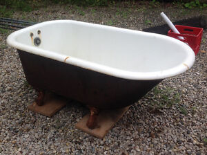 Old Claw Bathtub - Located north of Parkhill London Ontario image 2