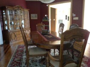 DINNING TABLE & CREDENZA