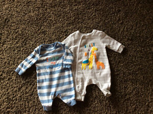 Baby Boy Onesie's x 2 / Barboteuses pour garcons x 2 (0-3m)