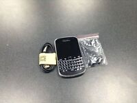 BLACKBERRY BOLD 9900 UK MODEL FACTORY UNLOCKED WITH CHARGER AND EARPHONES NEW CONDITION