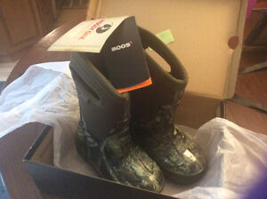 BOGS Kids Boots Size 9