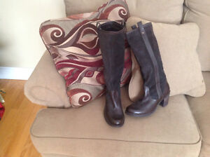 Brown genuine naturalized boots never worn