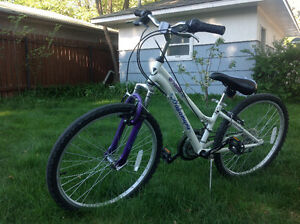 Selling a Girl's mountain bike, size 24!