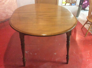 Solid maple extendable table $60.00