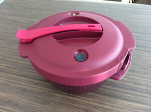 Autocuiseur micro-ondes Tupperware comme neuf !