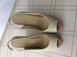 Sandales pour femme 20$ chaque