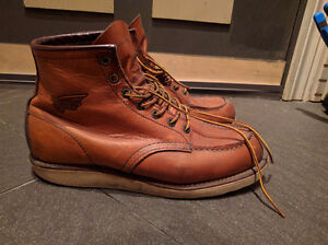 Red Wings 875, 6 Inch Moc Toe Boot size 9