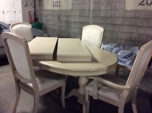 Dinette. table and chairs