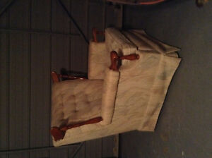 Couch and chair set - antique Kitchener / Waterloo Kitchener Area image 3