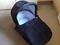 REDUCED - Mamas & Papas Sola carrycot in black