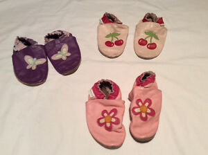 Robeez slippers size 3-4 years