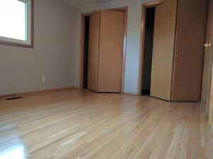 RENO'D 2 BDRM TWNHOME W/ GARAGE, NEW FLOORING, PET OK!