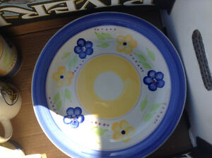 Dish Set Peterborough Peterborough Area image 3