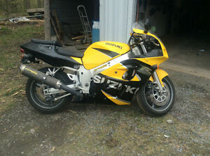 2000 gsxr 600 very clean no scratches never dropped