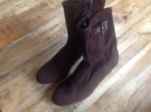 SUEDE BOOTS - SIZE 9 1/2 - CHOCOLATE BROWN - BRAND NEW!!!!