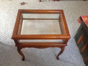 VINTAGE BOMBAY COMPANY DISPLAY TABLE/CABINET