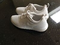 Nike Roche size 4 as new condition
