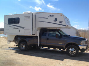2004 Arctic Fox 990 Truck Camper with slide