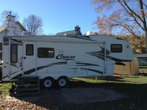 2007 Cougar FIfth Wheel trailer