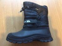 TRESPASS BOOTS - Size 4
