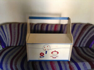 Vintage child's 2 seater bench/toy box