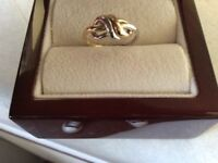 9 ct solid gold ring yellow and white gold hallmarkt