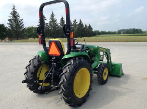 John Deere 3032E 4x4  tractor with loader
