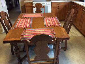 Dining table/chairs,Sideboard,hutch