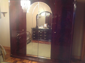 Very large armoire