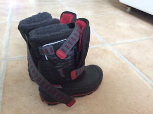 Toddler boy's size 8 winter boots