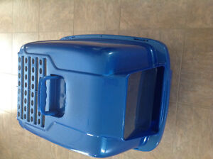 Covered large litter box