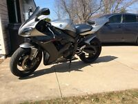 Mint condition YZF-R1 (fuel injected)