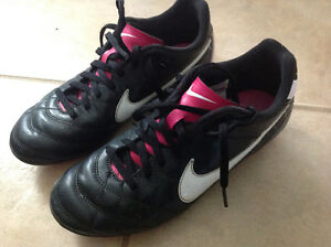 Girls size 4 Nike soccer cleats