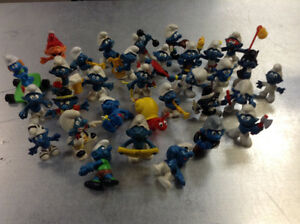32 smurf pvc figures Cambridge Kitchener Area image 1