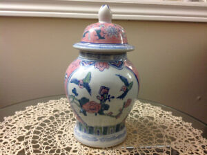 BEAUTIFUL Vase WHITE ,PINK AND BLUE CERAMIC Excellent CONDITIONS