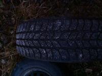 pneu d'hiver avec rime bonne condition