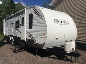 2009 Keystone hornet 31bhs 2 slide outs with bunk house