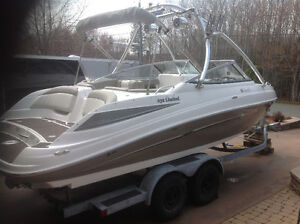 Bateau Yamaha 232 Limited Boat avec  remorque / with trailer