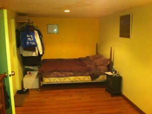 NICE BEDROOM IN SHARED HOME (VERY CLOSE TO VIU)