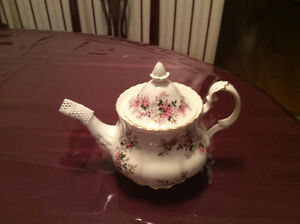Lavender rose tea pot