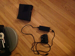 XBOX 360 SLIM USED FUNCTIONING WITH WIRELESS CONTROLLER CABLE