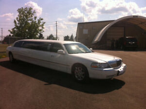 2007 Lincoln Town Car Sedan stretch limousine mint condition