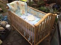 Beautiful American Simmons crib/cot and bedding set