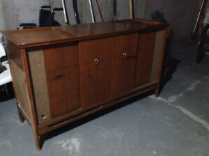 Antique tv/stereo cabinet