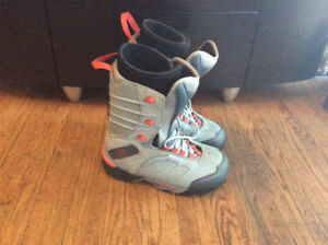 Ltd snowboard boots in good condition size 9 mens
