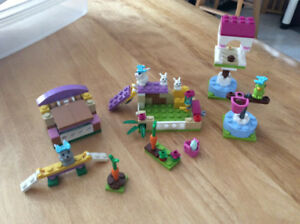 Lego Friends Bunnies and Parrot