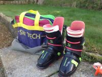 Salomon ski boots size 6 approx and bag