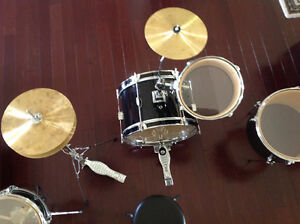 FIRST ACT DISCOVERY 8 Piece Drum Set (READ DESC.)